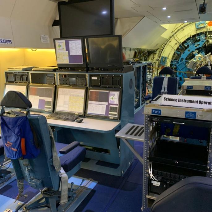 Hier arbeitet die Crew von SOFIA während des Flugs.