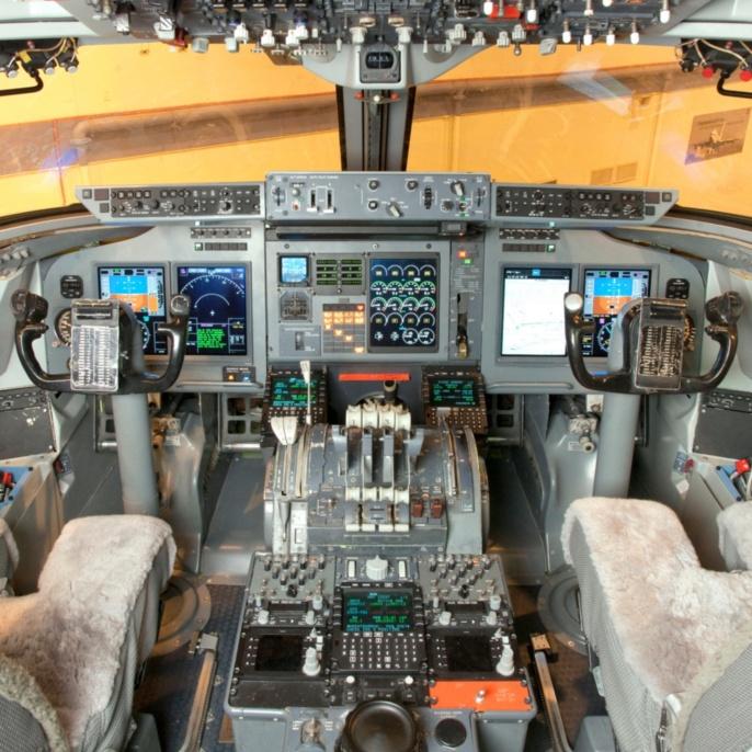 Innenansicht des Cockpits von SOFIA.
