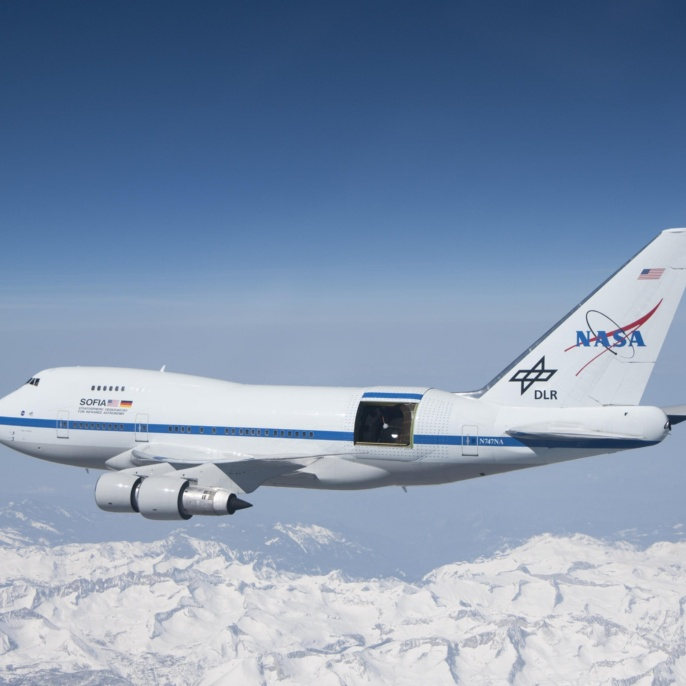 Das Stratosphären Observatorium für Infrarot Astronomie (SOFIA) ist eine umgebaute Boeing 747 SP mit einem 17 Tonnen schweren Teleskop an Bord.