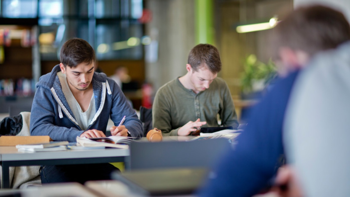 Refresh your knowledge of mathematics, computer science, physics and chemistry before you begin your study program. The courses at the MINT College Baden-Württemberg begin in September. Sign up now!