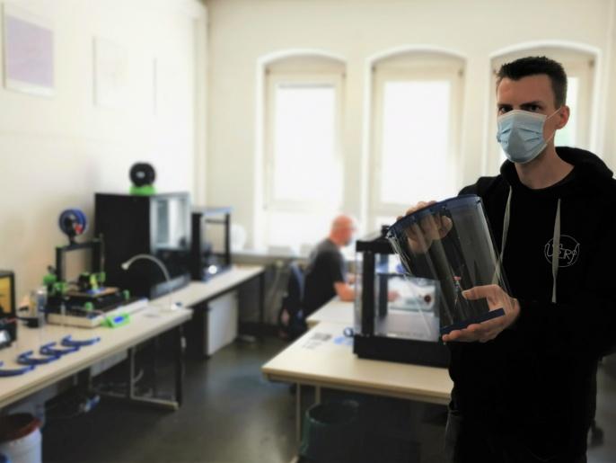 Folien und Schutzvisiere bereitgestellt vom Institut für Kunststofftechnik