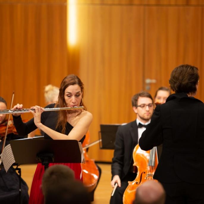 7 Musikalischer Abschluss mit Solistin Natalia Gerakis und Dirigentin Veronika Stoertzenbach