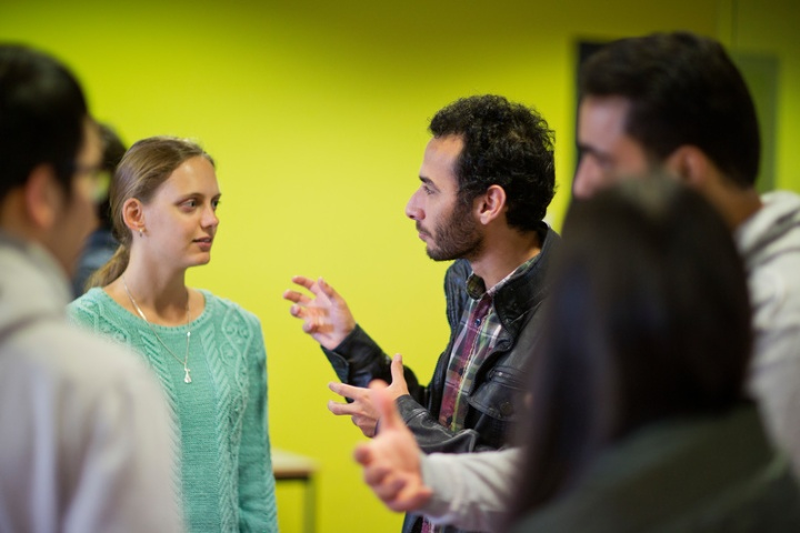 Studentinnen und Studenten aus Deutschland und aus dem Ausland bei einer Veranstaltung im Internationalen Zentrum (IZ) in Stuttgart-Vaihingen (c)