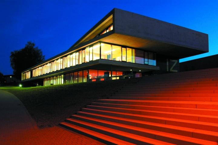 Eingangsbereich des Internationalen Zentrums in Stuttgart-Vaihingen (c)