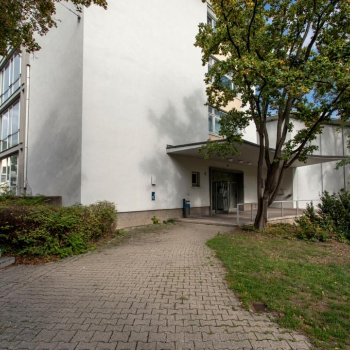 Azenbergstraße 12