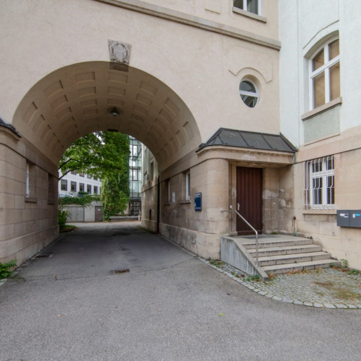 Haupteingang Azenbergstraße 16