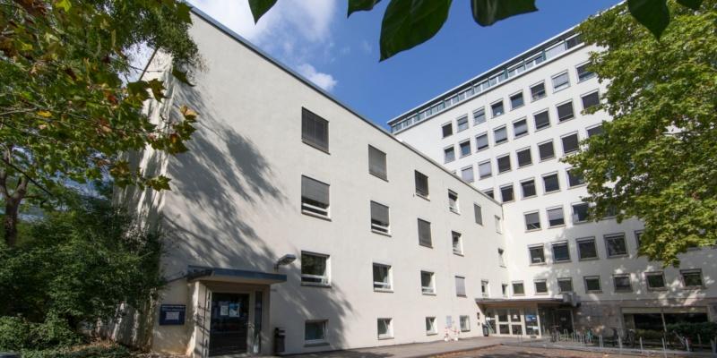 Haupteingang Geschwister-Scholl-Str. 24 C und B