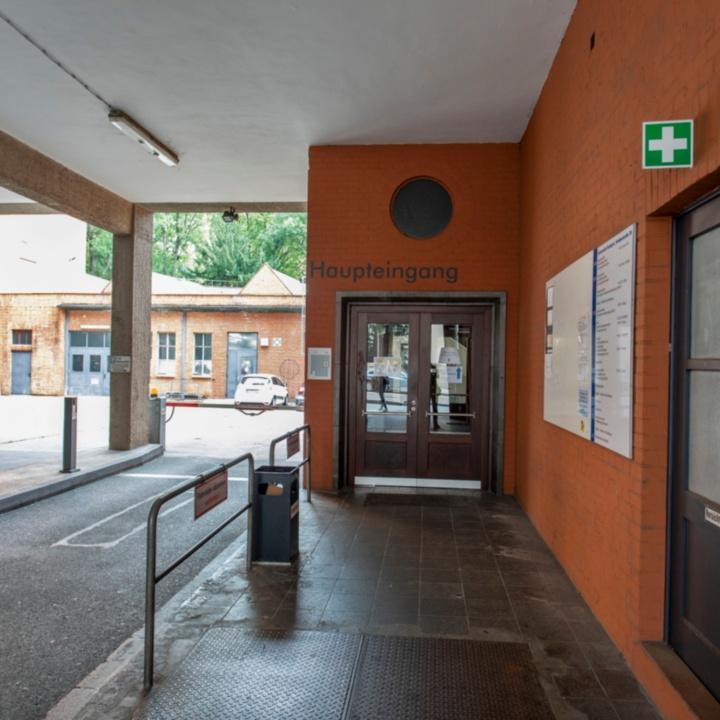 Haupteingang Seidenstraße 36