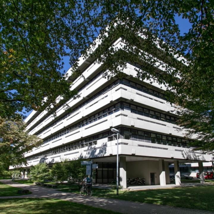 Gebäudeansicht Pfaffenwaldring 31