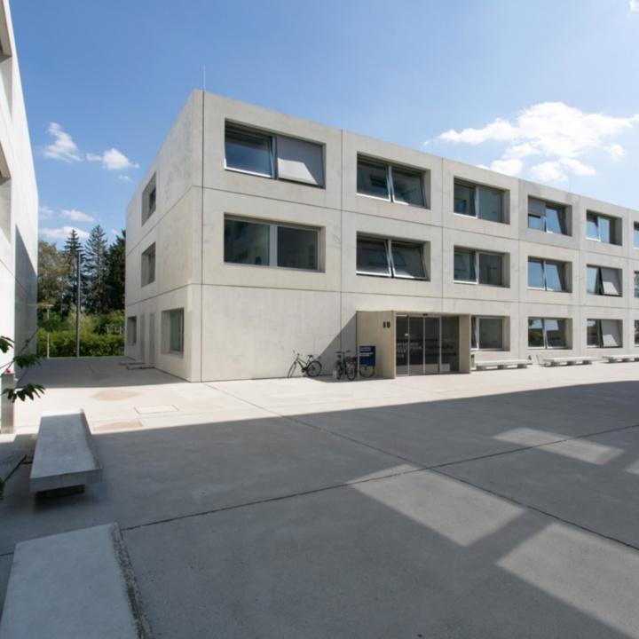 Gebäudeansicht Pfaffenwaldring 5b