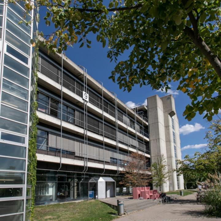 Gebäudeansicht Pfaffenwaldring 9