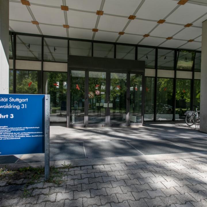 Haupteingang Pfaffenwaldring 31
