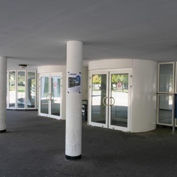 Haupteingang Pfaffenwaldring 53