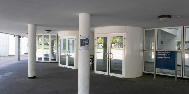 Haupteingang Pfaffenwaldring 53<br/>