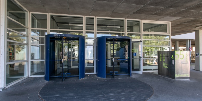 Haupteingang Pfaffenwaldring 55 Universitätsbibliothek<br/>