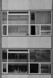 Aus der Fassade des Kollegiengebäudes I im Universitätsbereich Stadtmitte