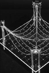 Experimente mit hängenden Ketten und Netzen aus Metallstäben (2)