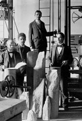 Studenten im Materialprüfraum 1897
