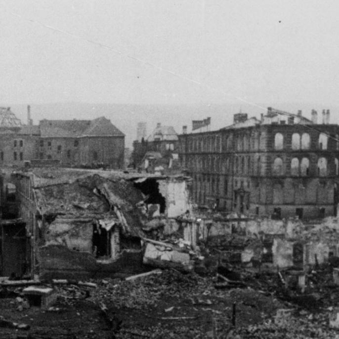 Der Bombenangriff 1944 zerstörte auch die Gebäude der Technischen Hochschule zu drei Vierteln.