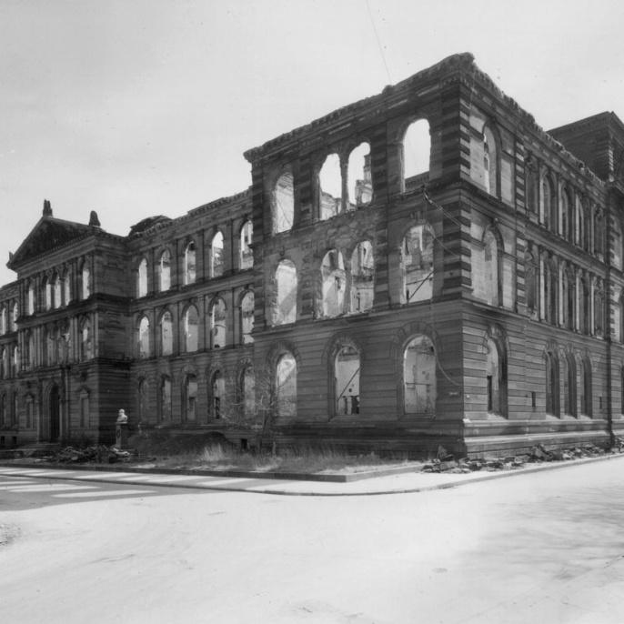 Ab 1946 halfen Dozierende und Studierende beim Wiederaufbau. Die Bautätigkeit war eine Bedingung für die Einschreibung.