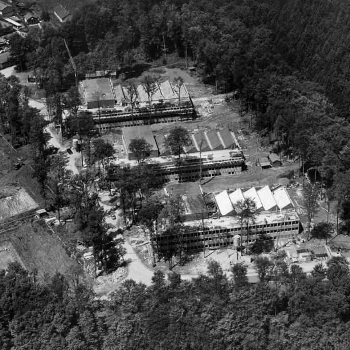Die Materialprüfanstalt im Otto-Hahn-Institut in Vaihingen. Noch ist der Wald sichtbar.