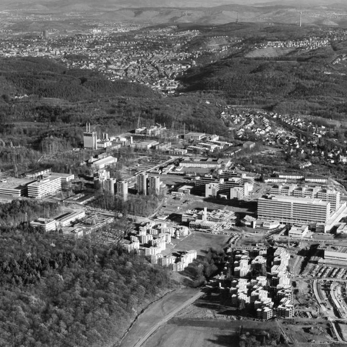 Campus Vaihingen aus der Luft: 1985 erhielt der Standort seine eigene S-Bahn-Haltestelle.